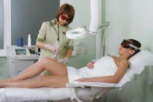Как делают лазерную эпиляцию ног